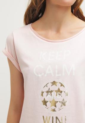 «Keep calm and win», sûre de vous et zen, la coach parfaite – T-shirt Esprit 18chf