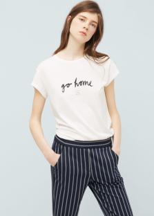 Deux mots: «Go home!» Idéal pour adresser un message subtil mais tout en douceur à l'équipe adverse! T-shirt Mango 14,95chf.
